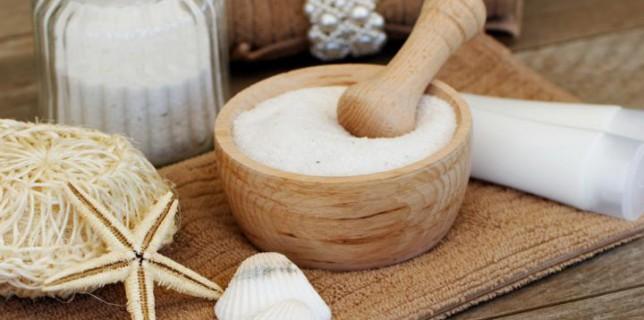 Mitesser auf der Nase mit Hausmittel Salz behandeln